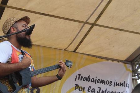 Uniendo Pueblos Por La Paz 23