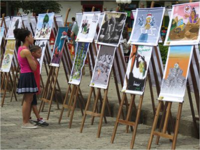 niños con pinturas
