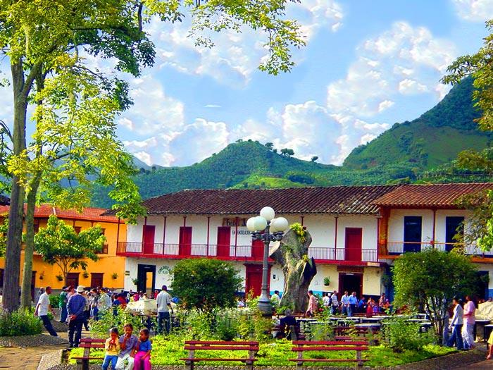 Dilemas Del Ecoturismo Desmedido En Jardin Antioquia Colombia