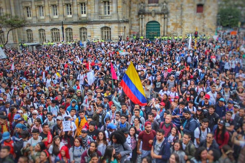 Imágenes de las protestas estudiantiles en Colombia - Colombia Informa  Fotorreportaje