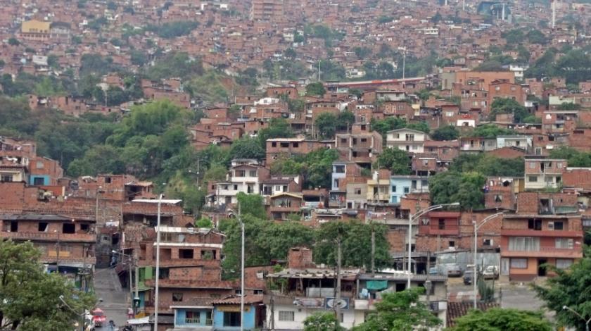 Sector De La Comuna 2 De Medellin En Toque De Queda Colombia Informa Ciudad